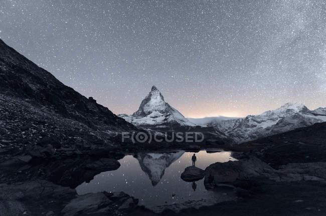 Matterhorn reflecting over Lake Riffelsee at night, Zermatt, Valais, Switzerland — Stock Photo