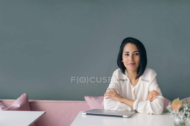 Young businesswoman at hotel table, portrait — Stock Photo
