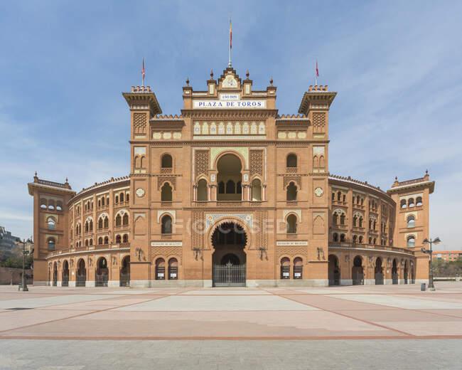 Blick auf eine leere Plaza de Toros de Las Ventas, Madrid, Spanien während der Corona-Viruskrise. — Stockfoto