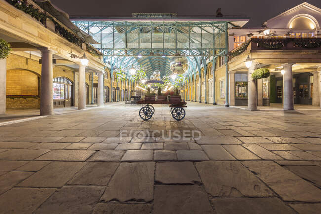 Evening view across an empty Covent Garden, London, UK during the Corona virus crisis. — Stock Photo