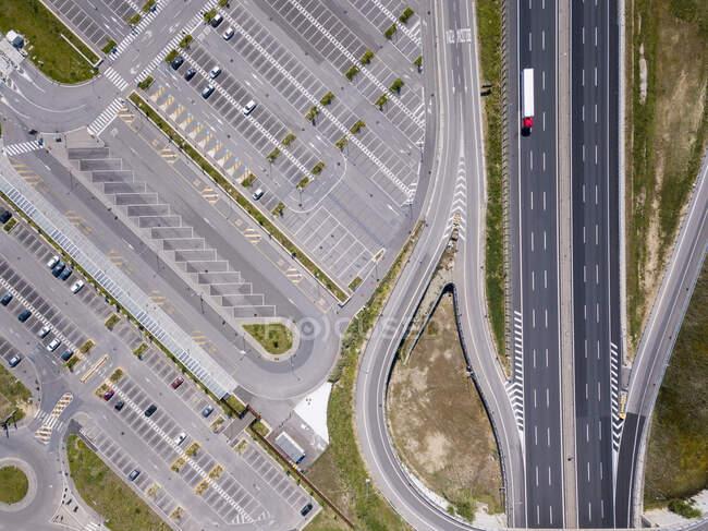 Vista aérea da auto-estrada em Florença, Itália durante a crise do vírus Corona. — Fotografia de Stock