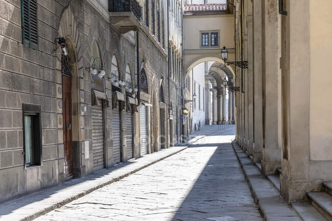 На вулиці, пуста вулиця у Флоренції, Італія під час кризи з вірусом Корона. — стокове фото