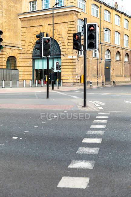 Ver la calle vacía de Londres durante la crisis del virus Corona. - foto de stock