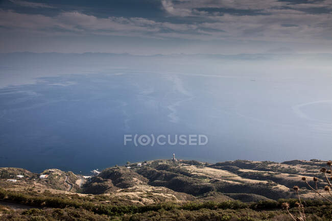 Rural hillside and ocean viewed from hill — Photo de stock