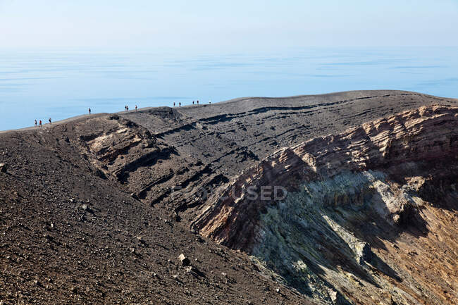 Hikers walking on rocky slope — Photo de stock