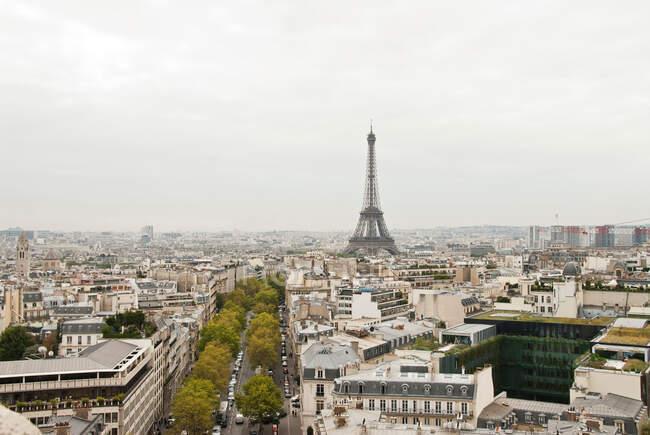 Міський пейзаж Парижа з Ейфелевої вежі, Франції — стокове фото