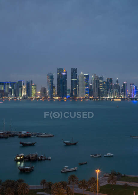 Downtown Doha across water, Doha, Qatar — Fotografia de Stock