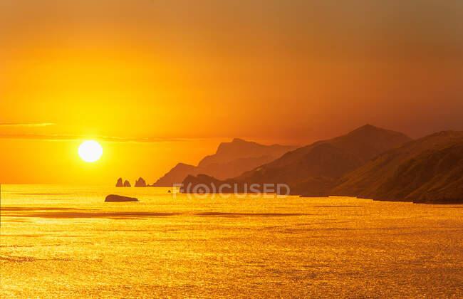 Sunset over the Amalfi Peninsula and Island of Capri, Campania, Italy — Stock Photo