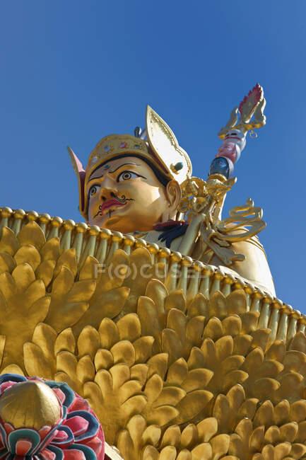 Giant statue of deity with sabre, Buddha Park, Kathmandu, Nepal — Stock Photo