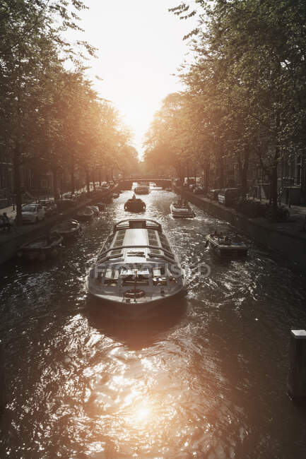 Barges on canal, Amsterdam, Netherlands — Foto stock