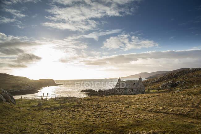 Заброшенная ферма на острове Ватерсей, Шотландия — стоковое фото