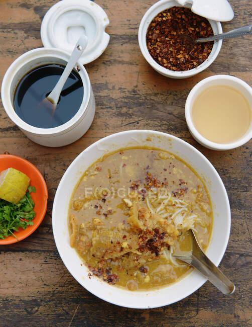 Закрытие завтрака на столе, Бирма — стоковое фото