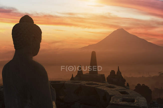 Buddha at sunset, The Buddhist Temple of Borobudur, Java, Indonesia — Fotografia de Stock