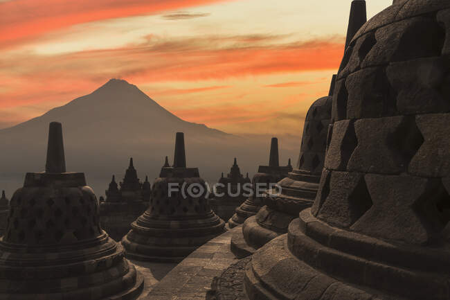 Rooftop at sunset, The Buddhist Temple of Borobudur, Java, Indonesia — Fotografia de Stock