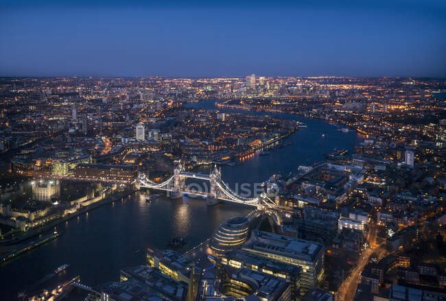 View of the Thames river and Tower bridge at night, London, UK — Stock Photo