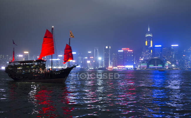 Junk ship, Victoria Harbour, Hong Kong, China — Fotografia de Stock
