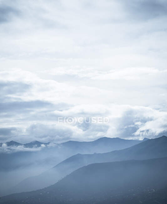 View of misty mountains from Cusco, Peru, South America — Stock Photo
