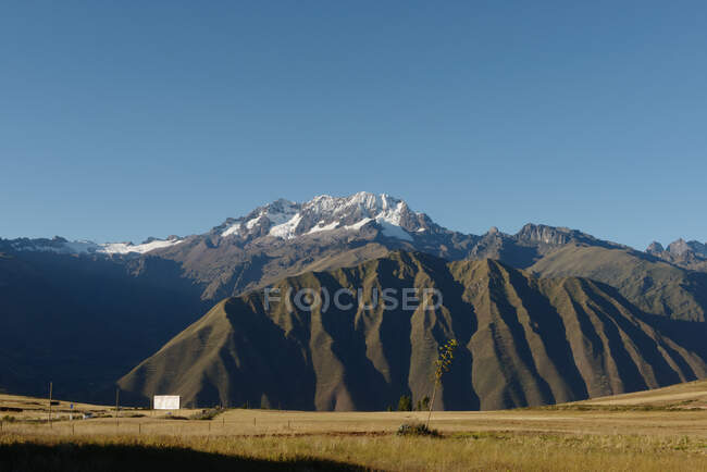 Fields and mountains, Maras, Sacred Valley, Peru, South America — Fotografia de Stock