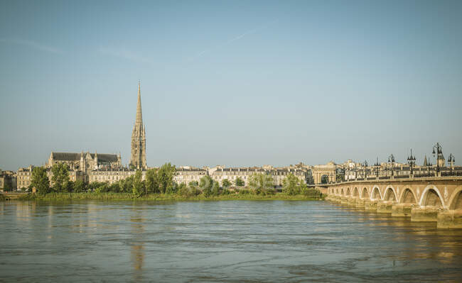 View of city and river Garonne, Bordeaux, Aquitaine, France — Fotografia de Stock