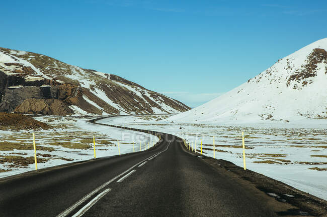Strada che porta fuori Reykjavik, Islanda — Foto stock