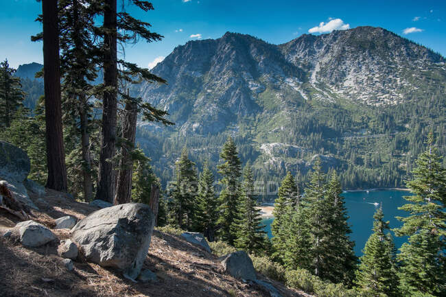 Mountainside view of South Lake Tahoe, California, USA — Fotografia de Stock
