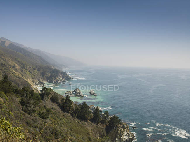 View of sea and Big Sur coastline, California, USA — Fotografia de Stock
