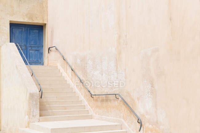 Old building with steps, Bonifacio on the Island of Corsica — Stock Photo