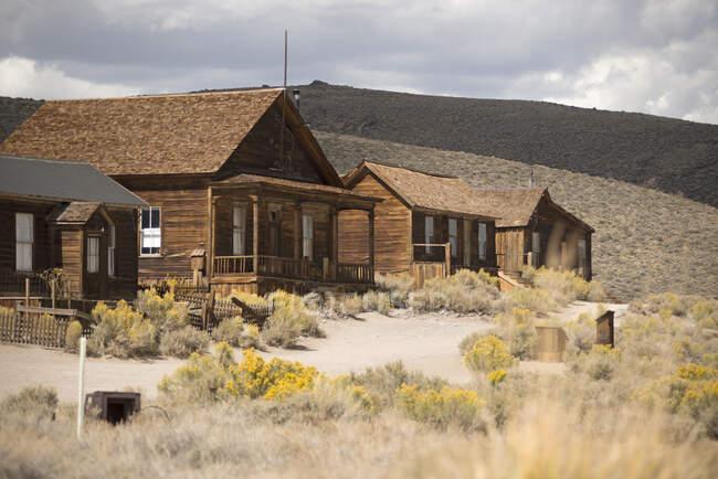 Ряд покинутих старих будинків у місті Боді, Національний парк Боді, Каліфорнія, США. — стокове фото