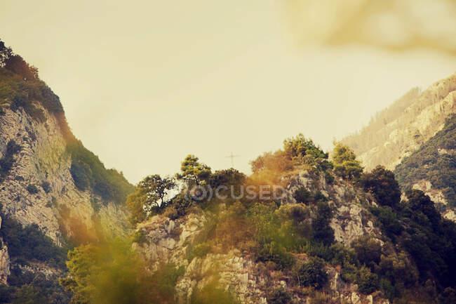 View of distant cross on hilltop, Positano, Amalfi Coast, Italy — Stock Photo