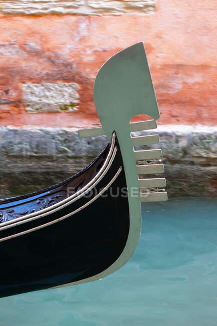 Imagem recortada de Gondola, Veneza, Itália — Fotografia de Stock