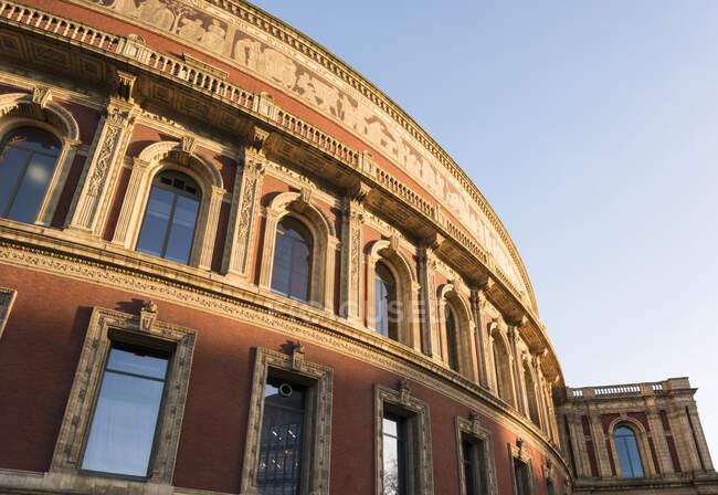 Экстерьер Royal Albert Hall, Лондон, Англия — стоковое фото