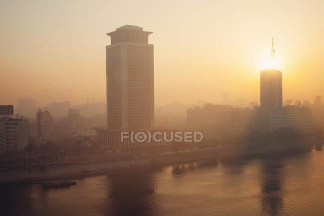 Edifício do Ministério das Relações Exteriores à luz do sol da noite, Cairo, Egito — Fotografia de Stock
