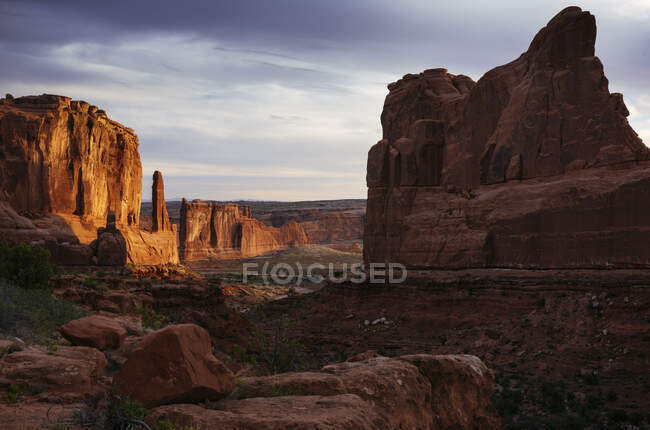 Park Avenue at dawn, Arches National Park, Utah, USA — Stock Photo