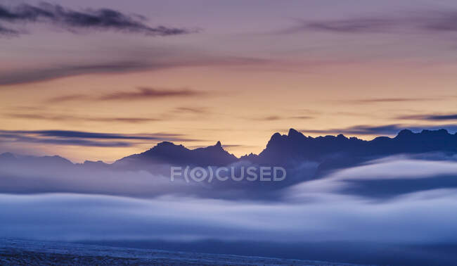 Silhouette of cloud covered mountains, Snaefellsnes peninsula — Stock Photo