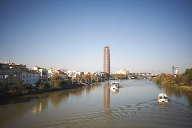 Tourist river boats on Guadalquivir river, Seville, Andalusia, Spain — Stock Photo