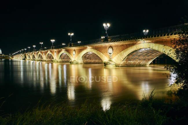 Miroir d 'Eau à noite, Bordéus, França — Fotografia de Stock