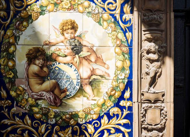 Detalle de azulejos tradicionales en la pared, Sevilla, Andalucía, España - foto de stock