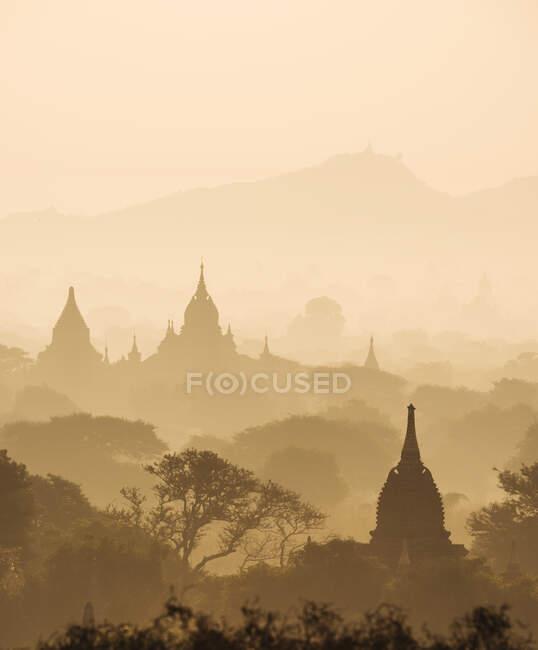 Szenische Ansicht von Bagan bei Sonnenuntergang, Mandalay Region, Myanmar — Stockfoto