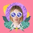 Donna con occhiali futuristici — Foto stock