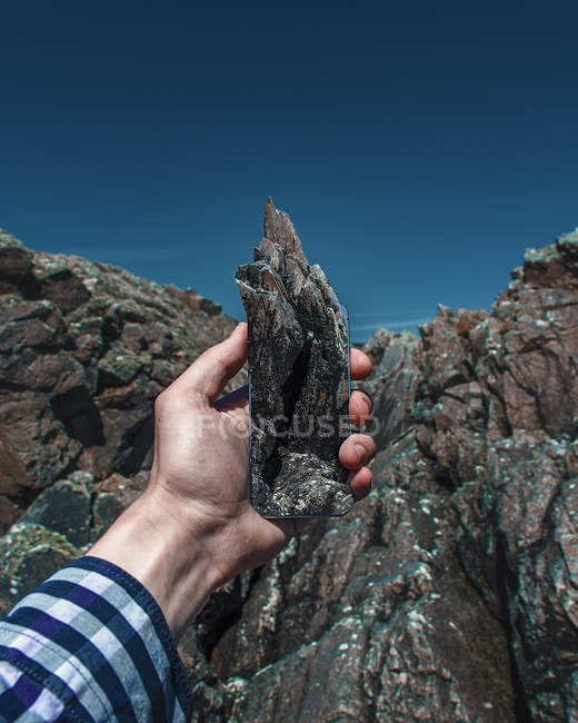 Mobile phone with impression of mountain — Stock Photo