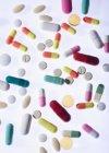 Diferentes píldoras surtidos - foto de stock