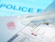 Prova della polizia tra cui impronta digitale, tampone di Dna e risultati — Foto stock