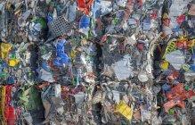 Bündel von Kunststoffen für das Recycling. — Stockfoto