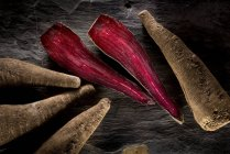 Crapaudine beetroots на сільському стилі таблиці — стокове фото