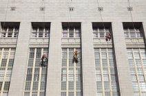Window cleaners suspended on building, Wale Street, Cape Town, South Africa. — Stock Photo