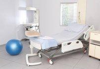 Suite de entrega en el Departamento de maternidad del hospital - foto de stock