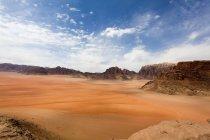 Vue panoramique sur le désert de Wadi Rum, Jordanie — Photo de stock