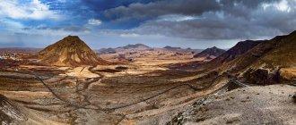 Paysage avec des montagnes de Fuerteventura, îles Canaries, Espagne. — Photo de stock