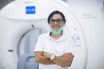 Hospital radiologist posing in front of CT scanner — Stock Photo