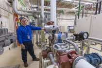 Wasser Behandlung Betriebsingenieur chemische Anlagen prüfen — Stockfoto